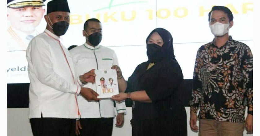 Gubernur Mahyeldi Luncurkan Buku 100 Hari Kerja