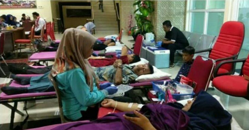 Dua's Coffeee bersama KSR PMI UBH Galang Donor Darah