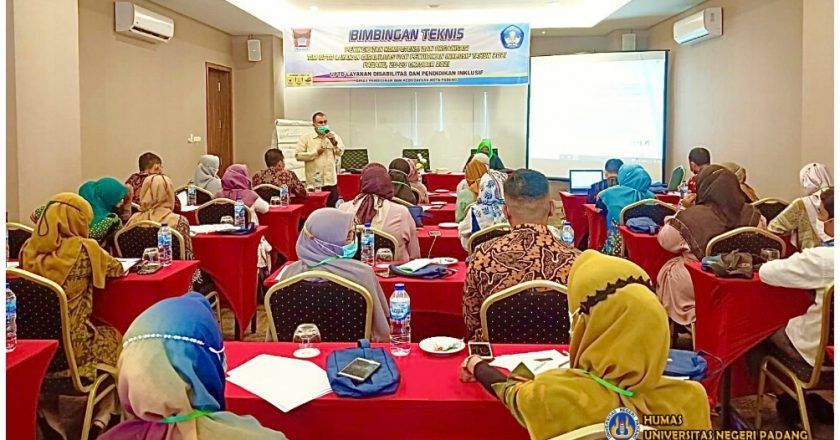 Dosen UNP Pemateri di Bimtek UPTD LDPI Disdikbud Padang